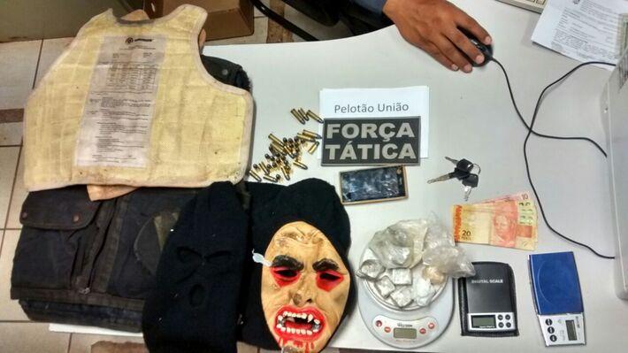 Objetos encontrados com os adolescentes<br />Foto: Divulgação PM