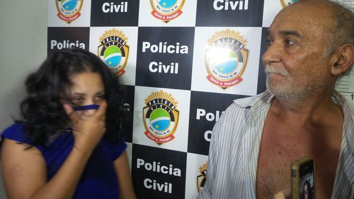 Débora Nicolau de Araujo,20, e seu sogro Abadio Fernandes de Andrade,62<br />Foto; Dany Nascimento