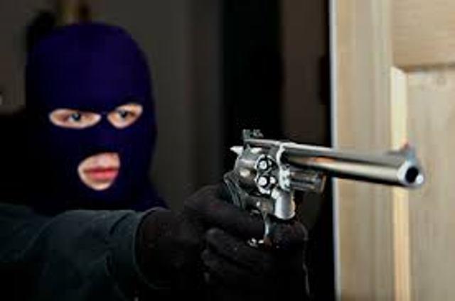 Os assaltantes levam R$600 e fugiram de moto<br />Foto: Reprodução/Ilustração