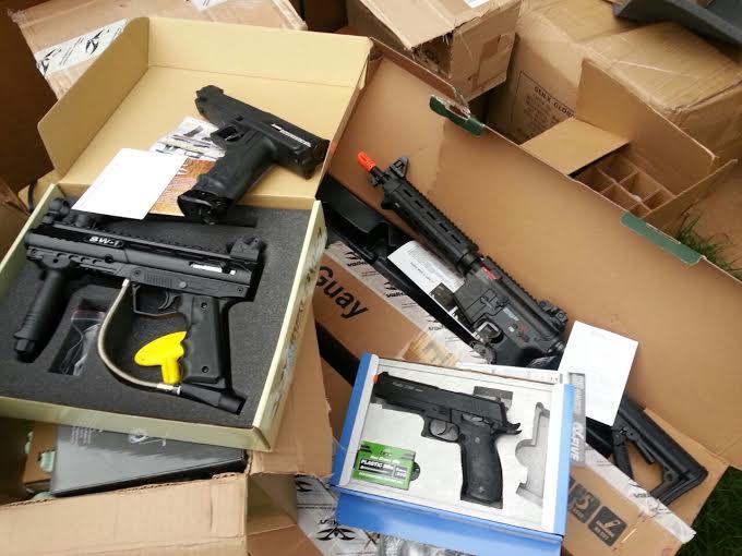 Armas e outros objetos estavam em meio a carga<br />Foto: Divulgação PF