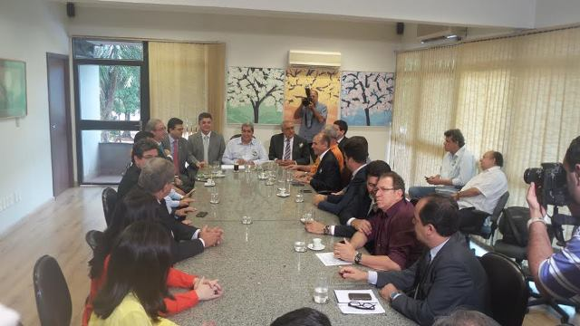 Eduardo Cunha (PMDB-RJ), esteve reunido com correligionários de Mato Grosso do Sul, hoje na governadoria<br />Foto: Tayná Biazus
