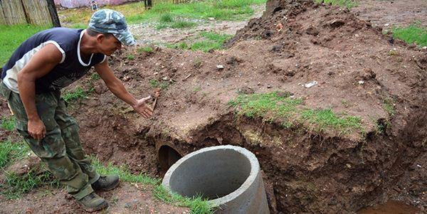 Esgoto a céu aberto causa transtornos para moradores de Corumbá<br />Foto: Diário Corumbaense