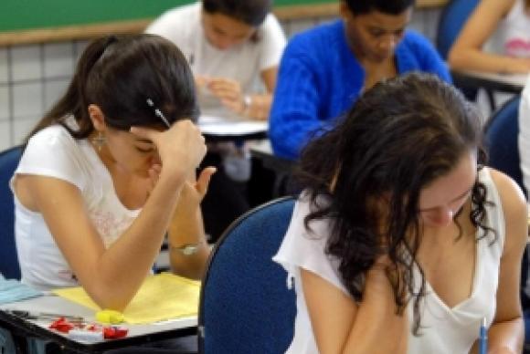""". A meta estimada de 4,9 para anos iniciais foi a única cumprida pelo país, que obteve índice de 5,2. O Saeb é feito por amostragem nas redes de ensino e tem foco na gestão dos sistemas educacionais.</p> <p style=""""text-align: justify;"""">Agência Brasil</p>"""