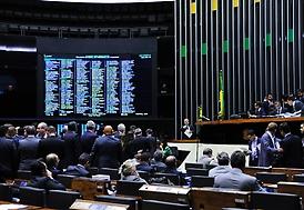 """</p> <p style=""""text-align: justify;"""">O Plenário aprovou emenda do deputado Mendonça Filho (DEM-PE) à Medida Provisória 656/14, corrigindo os valores da tabela do Imposto de Renda da Pessoa Física (IRPF) em 6,5%.</p> <p style=""""text-align: justify;"""">A MP"""