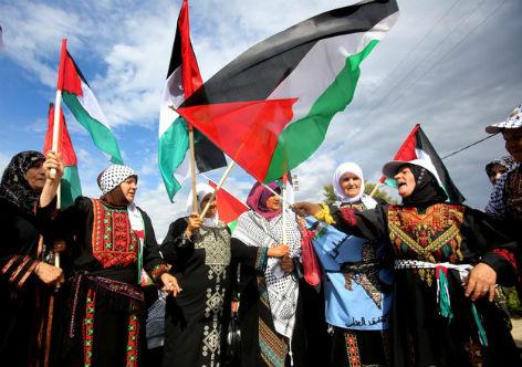 Palestinos durante manifestação pelo reconhecimento do estado da Palestina<br />World Bulletin