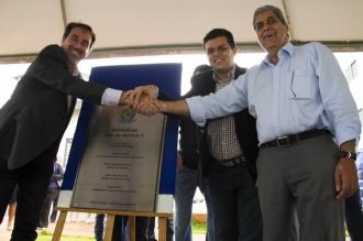 Ministro das Cidades Gilberto Occhi, prefeito Gilmar Olarte (PP) e governador André Puccinelli (PMDB)<br />Foto: Marcelo Ganassin