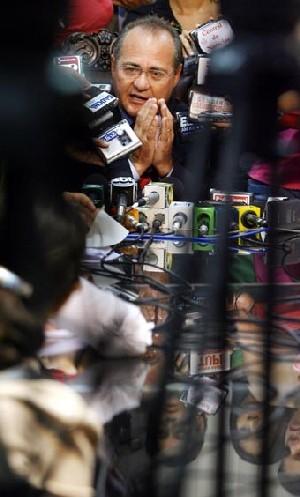 """</p> <p style=""""text-align: justify"""">Longe dos refletores, Renan Calheiros se equipa para permanecer por mais dois anos na presidência do Senado. Conspiram a favor de Renan o apoio de Dilma Rousseff, a desarticulação do bloco oposicionista liderado pelo s"""