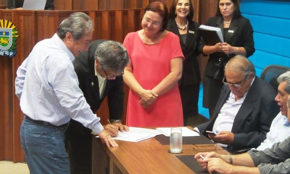 Takimoto e presidente da Associação Nipo Brasileira de Campo Grande<br />Foto: Heloisa Lazarini