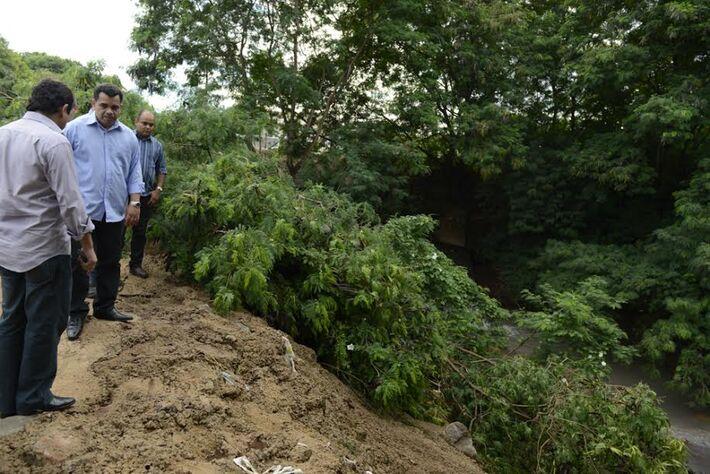 Equipe da prefeitura visita pontos críticos em dias de chuva, na Capital<br />Foto: Divulgação PMCG