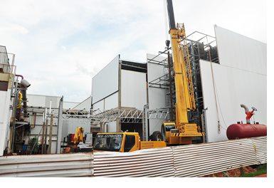Nesta nova estrutura de congelamentobo processo de produção será modernizado, com uso de esteiras mecânicas do frango, desde a linha de produção<br />Foto: Marcos Tomé/Região News