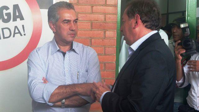 Governador Reinaldo Azambuja conversa com diretor do Detran Gerson Claro durante visita ao departamento<br />Foto: Dany Nascimento