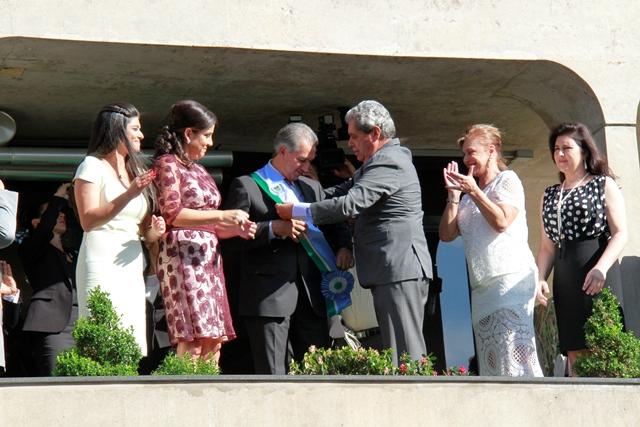Governador Reinaldo Azambuja (PSDB) recebe faixa governamental de ex-governador André Puccinelli (PmDB)<br />Foto: Wanderson Lara