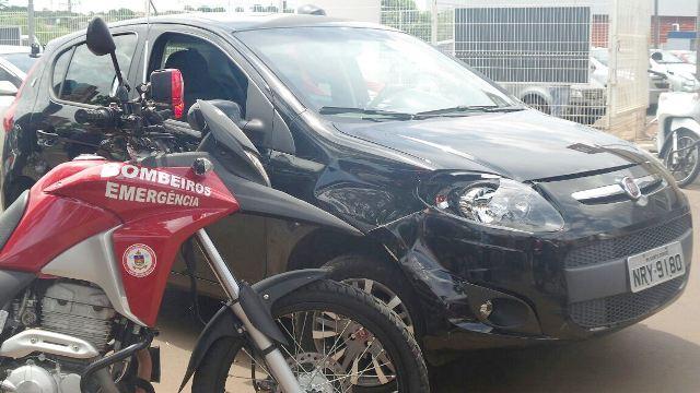 Fiat Punto atinge motociclista na 7 de Setembro