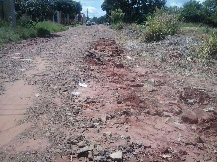 """""""Ruas"""" sem asfalto dificulam vida dos moradores do Nova Lima"""