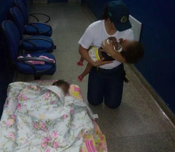 PM encontra crianças abandonadas e aciona conselho tutelar<br />Foto: Divulgação PM