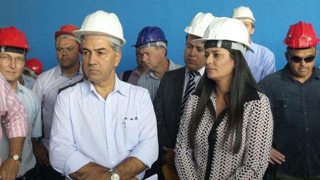 Governador Reinaldo Azambuja ao lado da vice-governadora Rose Modesto durante vistoria às obras do Aquário do Pantal.<br />Foto: Tayná Biazus