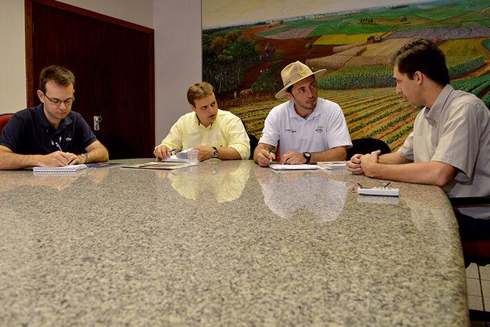 Expedição Safra busca de informações de soja e milho