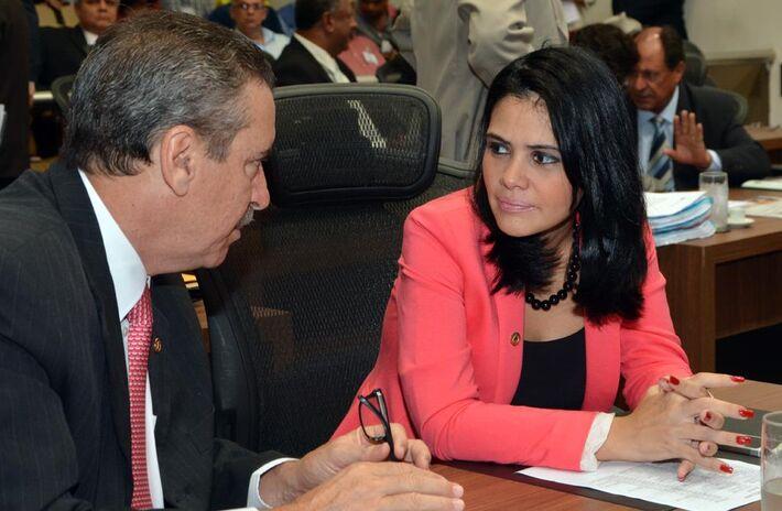 Banda do PR decide dar voto de confiança a governador