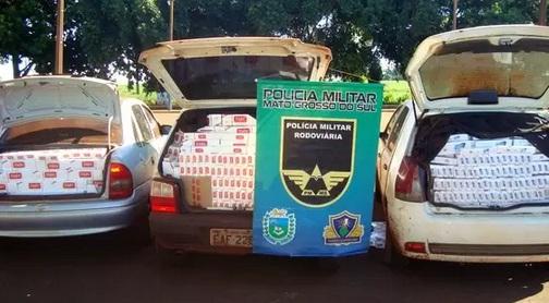 Veículos abarrotados com o contrabando