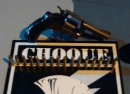 A arma estava em poder do adolescente de 17 anos