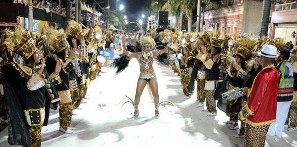 Vila Mamona exalta mulher negra e fecha com brilho o desfile do Grupo Especial