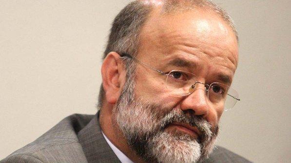 O tesoureiro do partido, João Vaccari Neto, conduzidos  para prestar depoimento