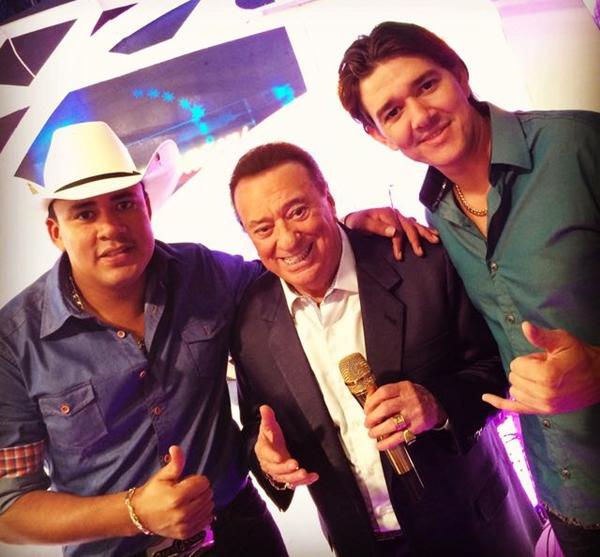 Alex e Yvan com o apresentador Raul Gil