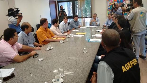 Reunião entre servidores da Agepen e governador Reinaldo Azambuja