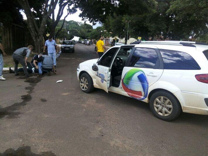 Acidente entre veículo da TV Morena e policial do BpTran