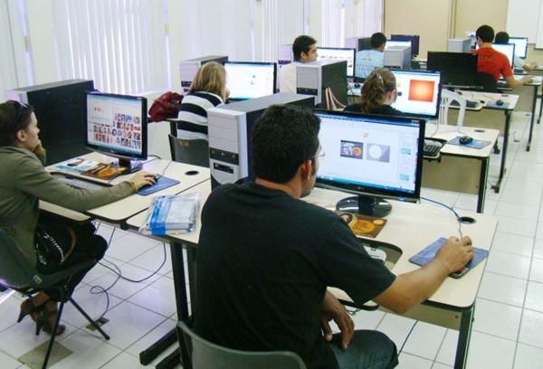 Há vagas em curso de Informática que Funsat oferecerá em 12 bairros da Capital
