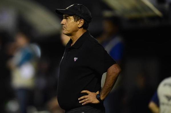Técnico tricolor não divulgou ainda escalação que enfrenta Corinthians