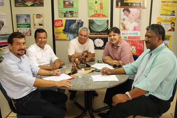 Bancada do PT em reunião com presidente regional do partido
