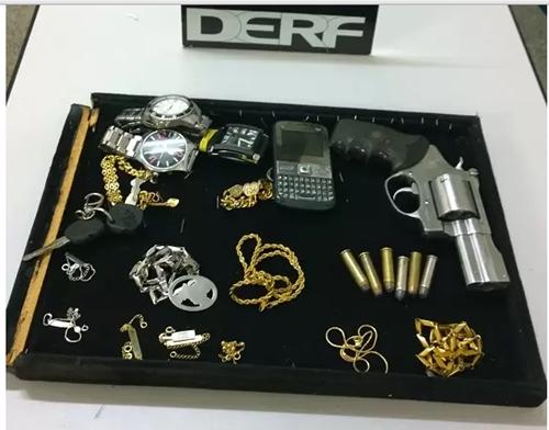 DERF identifica e prende em flagrante acusados de roubo a uma relojoaria