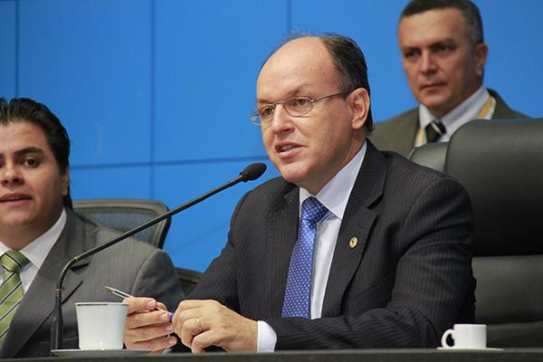 Deputado estadual e presidente do diretório regional, Junior Mochi (PMDB)