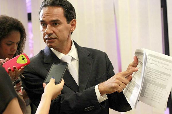 Deputado estadual Marquinhos Trad falando sobre projeto do TCE