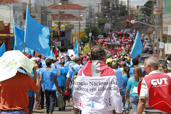 Manifestação percorreu a rua 13 de maio, no centro de Campo Grande