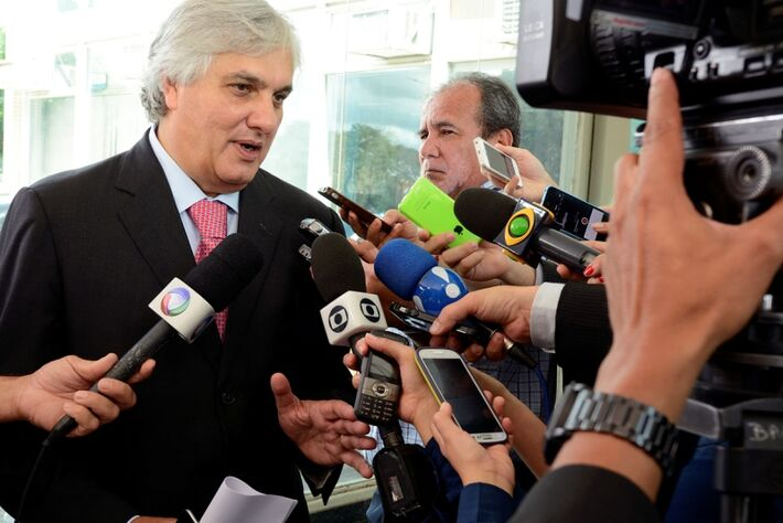 Senador e presidente da CAE, Delcídio do Amaral (PT)