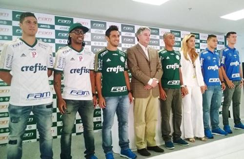 Cristaldo, Arouca, Robinho, Gabriel Jesus, João Pedro e Nathan promoveram apresentação de camisa com novo patrocinador do Palmeiras, nesta quinta-feira