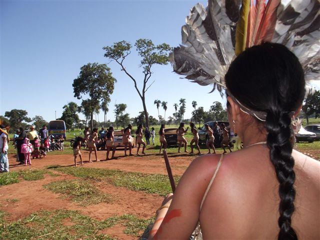 Índios terena em cerimônia no Buriti