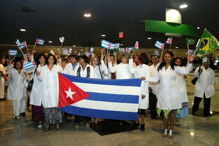 Chegada dos médicos cubanos.