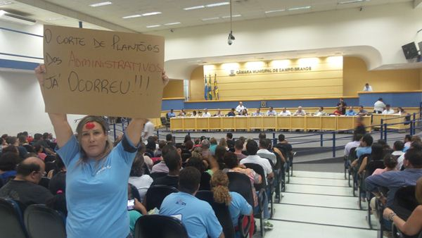 Servidores querem evitar novos cortes / Foto: Tonni Balejo