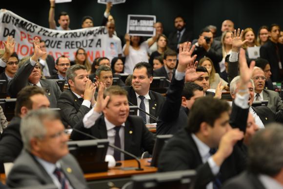 A apreciação da proposta de emenda à Constituição que discute a maioridade penal será retomada na terça (31/3) diretamente com a votação da PEC