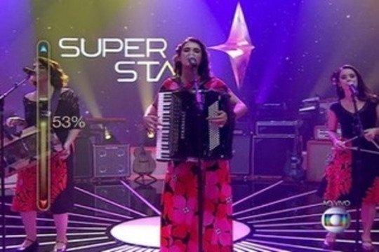 O Trio Sinhá Flor, vencedor da primeira noite (Foto: reprodução/Globo)