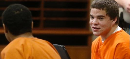 O americano Michael Jones (à dir.) foi condenado à morte no Estado de Oklahoma após matar um jogador de beisebol australiano. Ele tinha 17 anos quando cometeu o crime/Foto:Sue Ogrocki/AP