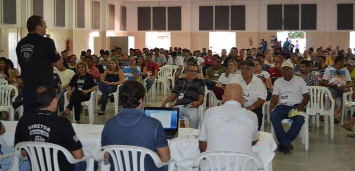 Assembléia realizada pelo Sindicato para definir pautas da negociação com o governo// Foto: Divulgação