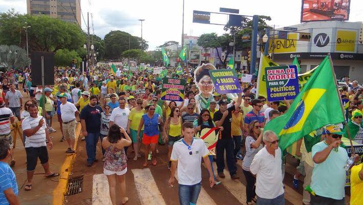Protesto no dia 15 de março reuniu em torno de 6 mil pessoas na avenida Marcelino Pires