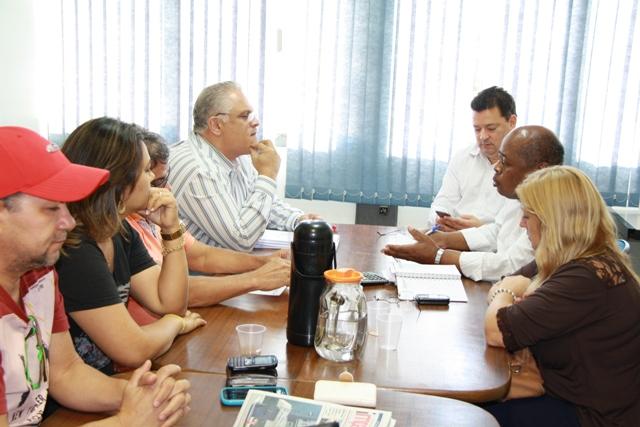 ACP é recebida por comissão da prefeitura. Foto: ACP/MS