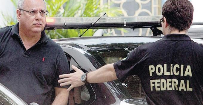 Renato Duque conduzido pela Polícia Federal.