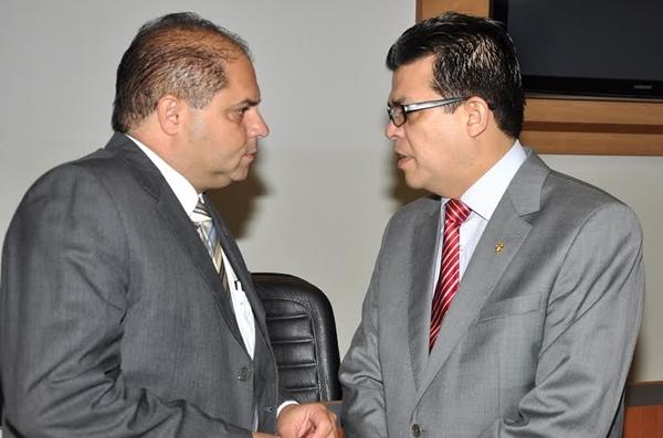 Presidente da Câmara, Mario Cesar e Prefeito Gilmar Olarte/Foto: Dourados Agora