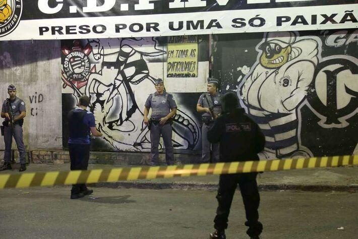 Oito pessoas morreram depois de serem baleadas na sede da Pavilhão 9, na Ponte dos Remédios, próximo à Marginal Tietê, em São Paulo. Foto: Edison Temoteo / Futura Press